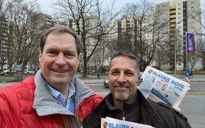 """Verteilung unserer Zeitung """"Blauer Bote"""" im Märkischen Viertel"""